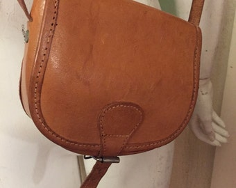 Cute small 1970's tan leather satchel bag