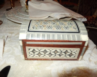 BOX INLAID MOTHER of Pearl