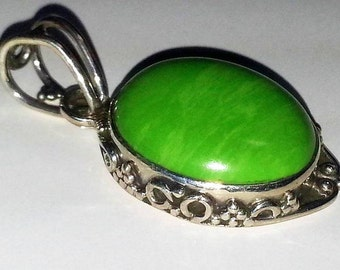 CLEARANCE SALe Pendant Lime Jade Gemstones