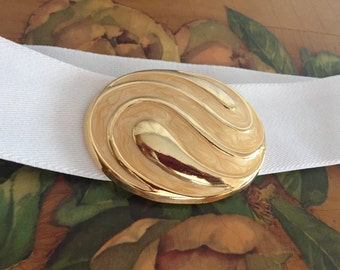 White Belt Gold Buckle Elastic Stretch Vintage size Small or Medium