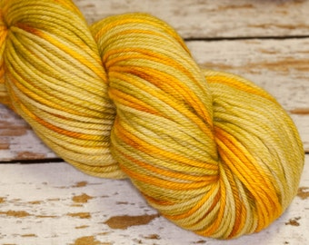 Tam Hand Dyed Worsted Merino Yarn in Pear Green and Golds: Pear Brandy
