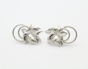 Vintage Sterling Silver Maple Leaf Double Loop Swirl Screwback Earrings. [5389]