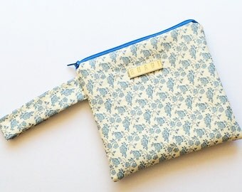 Floral Wristlet Purse - Blue and White