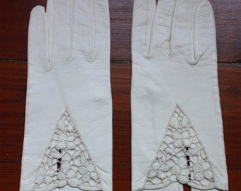 Vintage Ladies White Leather Gloves with Lace