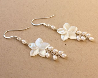 Plumeria Shell Earrings, Pearl Frangipani Earrings, Hawaiian Plumeria Earrings, Beach Wedding Earrings, Bridesmaid Gift, Pearl Earrings
