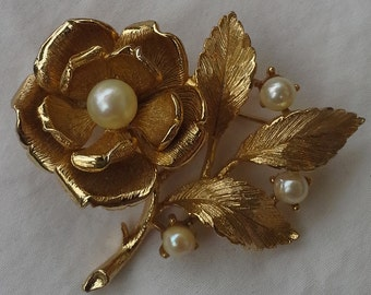 Vintage Lisner carved rose gold tone and faux pearl brooch