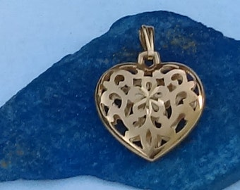 Vintage 14K yellow gold filigree floral design  puffy heart pendant