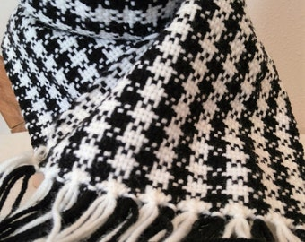 Scarf- black and white scarf- hand woven scarf- Hounds tooth scarf- black and white- cowl- neckwarmer- black and white cowl- winter scarf