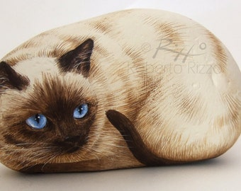 Irresistible Siamese Cat Painted on A Sea Stone | Rock Art by Roberto Rizzo