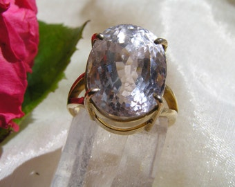 Kunzite Ring in Gold size P