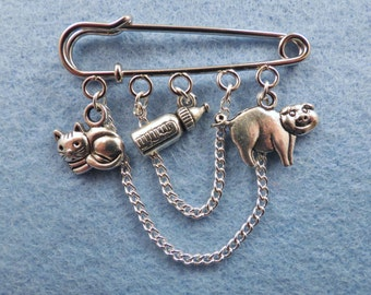 Alice in Wonderland Pig baby kilt pin brooch (50 mm).