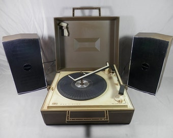 Vintage RCA Victor Portable 4 speed Record Player VLP36T Turntable Phonograph 4 Speaker PARTS or REPAIR