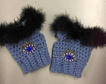 Very stylish fingerless texting gloves you will just love!!   Decorated with Fur trim and elegant jewel