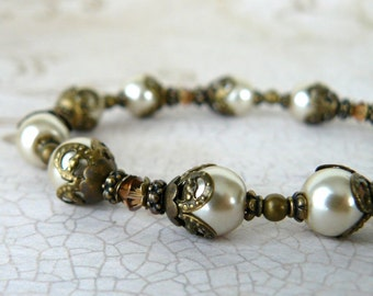 Cream Pearl Bracelet, Vintage Style Pearl Bracelet, Cream Pearl and Topaz Swarovski Elements Crystal, Romantic Jewelry, Gift For Her
