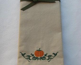 THANKSGIVING NAPKINS.Dinner Napkins.Holiday Pumpkin Napkins.Table Linens. Embroidered Napkins.Set of 6 Napkins. Autumn Linens.Beige Napkins.