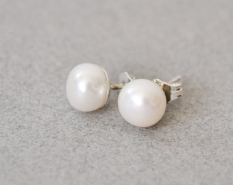 White Pearl Stud Earrings White Pearl Post Earrings Pearl Studs White Pearl Earrings Bridesmaid Pearl Earrings Pearl Wedding Earrings