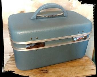 Vintage Boyle Cosmetic Case Light Blue /Train Case Light Blue / Overnight Case / Display Case/ Storage Case/ Beauty Case/ Gift Idea / F1039