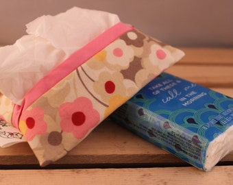 Paper tissue pouch - Pink flowers on beige