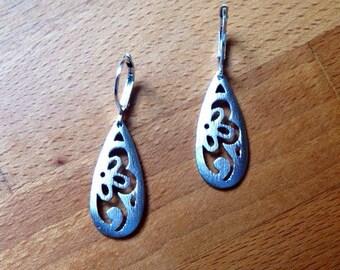 Matte silver floral filigree drop earrings