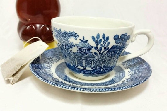 Vintage Blue Willow Churchill England Teacup And Saucer Blue