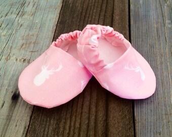 Pink baby girl deer head baby booties