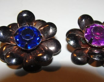 Vintage  Buttons of Brass Petals with 2 Colorful Stones