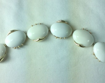 Vintage White Thermoset 1950's Bracelet