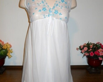 Vintage White Chiffon Nightgown ~  1960's Nightgown ~ Babydoll Nightgown ~  Short Nightgown ~ White Nightgown ~ Chiffon Nightgown