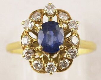 Vintage 18k Sapphire Diamond Cluster Ring Vivid very light Blue stone