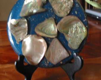 Beautiful Vintage Abalone Three Footed Lucite Hot Plate Pad