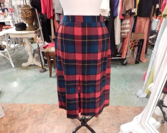 Pendleton skirt   great condition  waist 32 length 28
