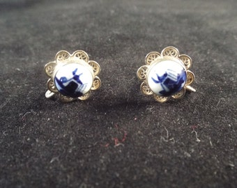 Blue Delft Screw On Earrings  with Silver Scroll Work, Vintage Jewelry, Free Shipping