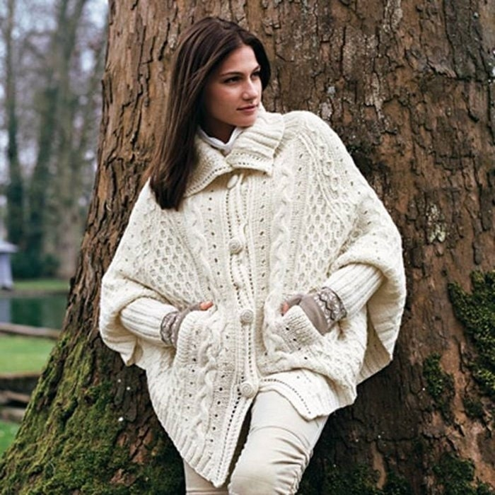 poncho femme cardigan veste blanche femme par frenchcrochetstory. Black Bedroom Furniture Sets. Home Design Ideas