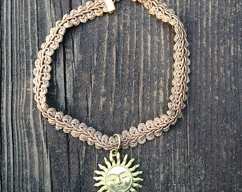 90s VINTAGE EXPRESS CHOKER, sun face charm necklace