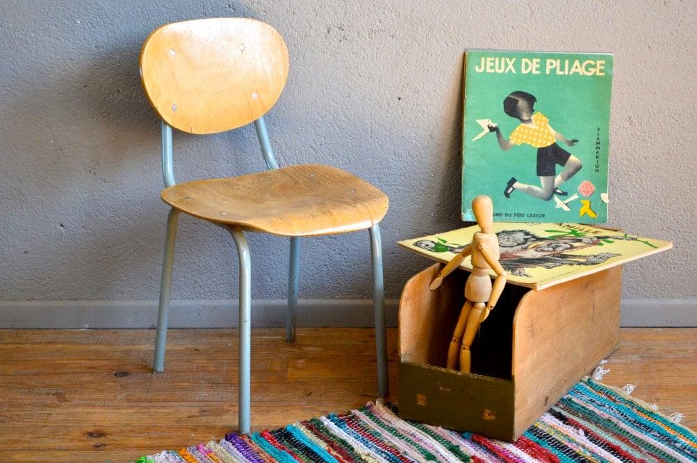 chaise enfant vintage r tro ann es 50 bois et pi tement tubulaire chaise d cole sovi tique kid. Black Bedroom Furniture Sets. Home Design Ideas