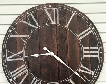 Farmhouse Style Wooden Pallet Clock