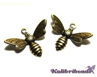 2x Trinity Brass Bee Charm Bee Pendant 17 mm - Antique Gold