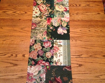 Beautiful Vintage Bark Cloth Table Runner ~ Lovely Green Floral Table Runner ~ Quilt Pieced Bark Cloth Table Runner with Vintage Buttons