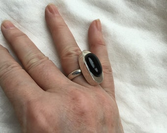 Modernist onyx ring -- 318