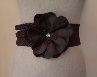1980's Vintage Dark Brown Elastic Stretch Polyester Belt with Flower Rhinestone in Center and Snap Closure sized Medium