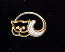 """VINTAGE AVON - """"Curled Up Kitty Cat"""" Pin"""