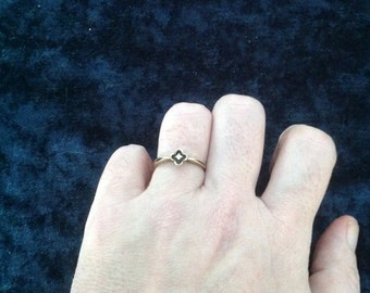 14k Yellow Gold Diamond Flower Ring -- Size 6.25