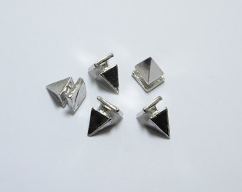 20pcs Pyramid Spikes in Silver Tone, Punk, Gothic, Studs. Great Supplies for Bracelets or Other DIY Projects #SD-S7834