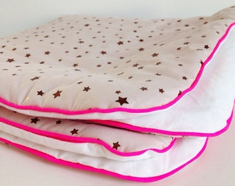 Cover baby pink with gold stars