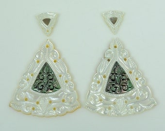 45.50cts 100% Natural Mother Of Pearl Gemstone Triangle Hand Carved 39*34,13*11mm for Earrings.