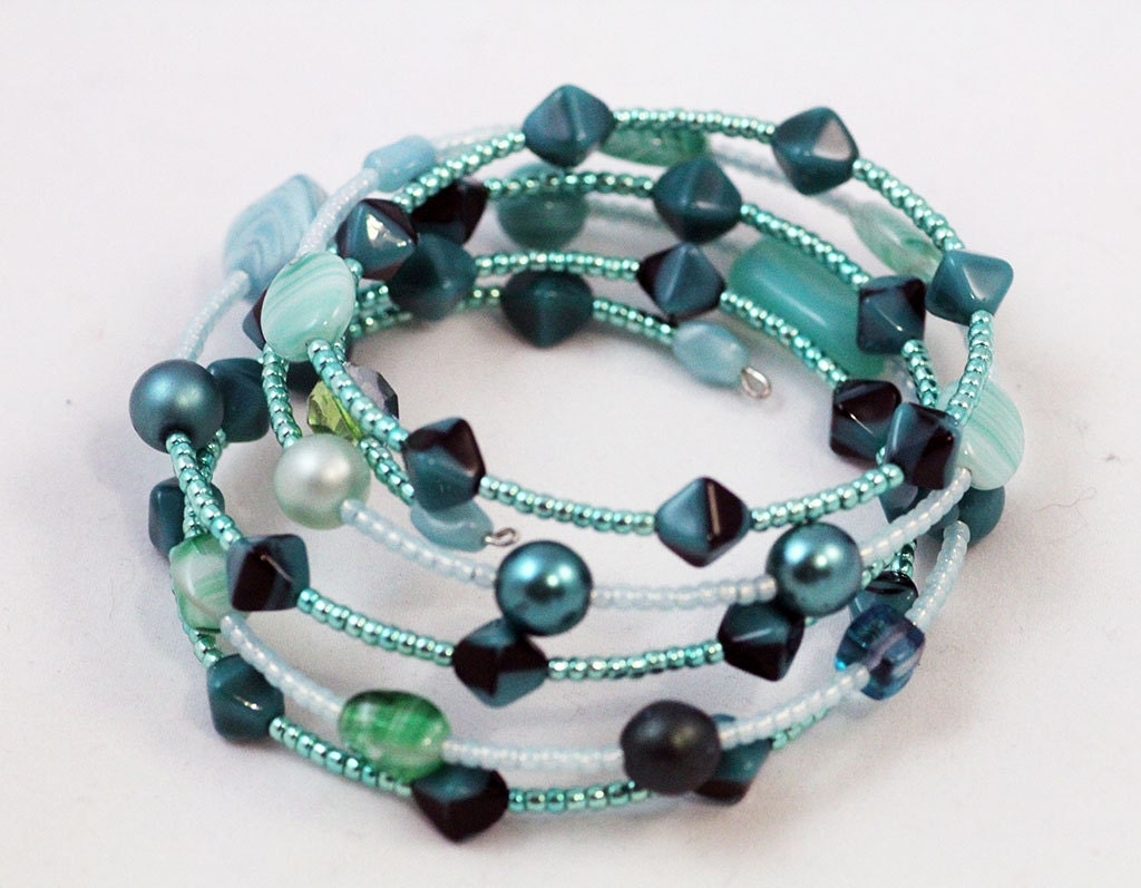 spiral bracelet, turquoise green glass beaded memory wire wrap ...