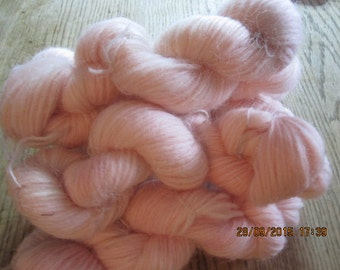 Icelandic pure wool, hand dyed with Cocineal 090915-5. 50 gr. pr skein.