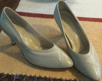 Vintage 80s Hush Puppies kitten heels pump women's shoes women's fashion soft flex hush puppies size 8.5 professional attire
