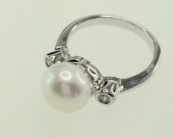 Pearl and Cubic Zirconia ring with Sterling Silver