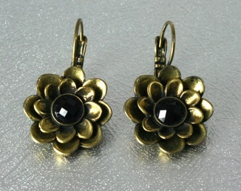 Vintage gold flower earrings, engraved floral earrings